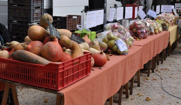 marche-couverts--etals-en-plein-air 0236