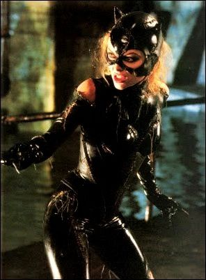 Batman-Returns-Souvenir-Magazine--57--Michelle-Pfeiffer-Cat.jpg