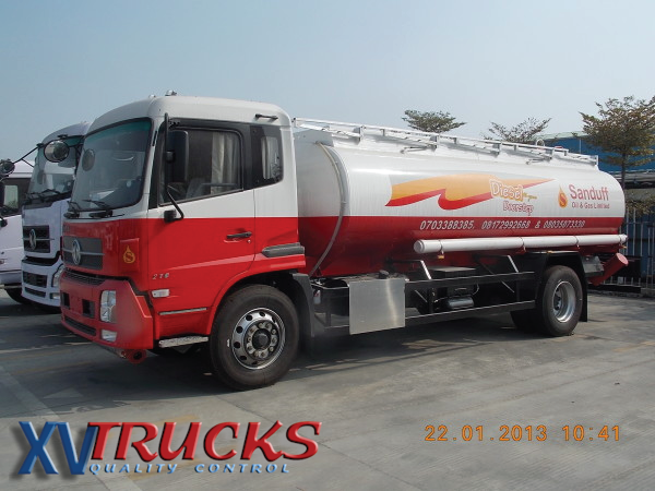 Camion--citerne-Chine-Dongfeng-210-4x2-A.png