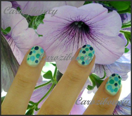 carozibouxy-nail-art-point-bulle-vert-bleu---2-.JPG