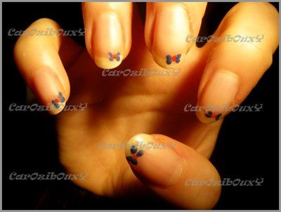 decoration-d-ongle-simple-discrete-et-matte.JPG