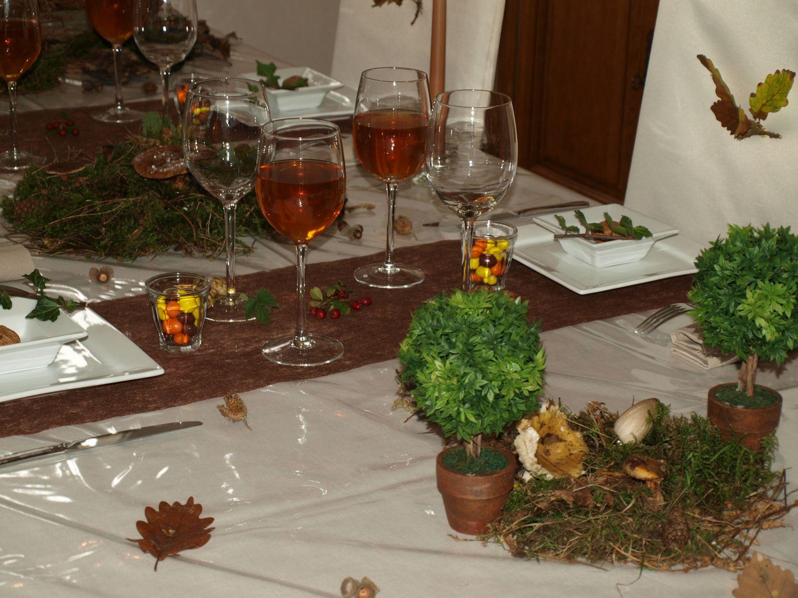album table foret d automne table d co et gourmandises. Black Bedroom Furniture Sets. Home Design Ideas