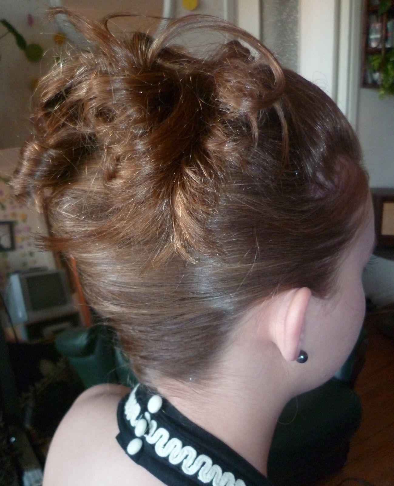 Pin chignons libanais coiffures haute couture creatrice de style on pinterest - Maquillage pin up ...
