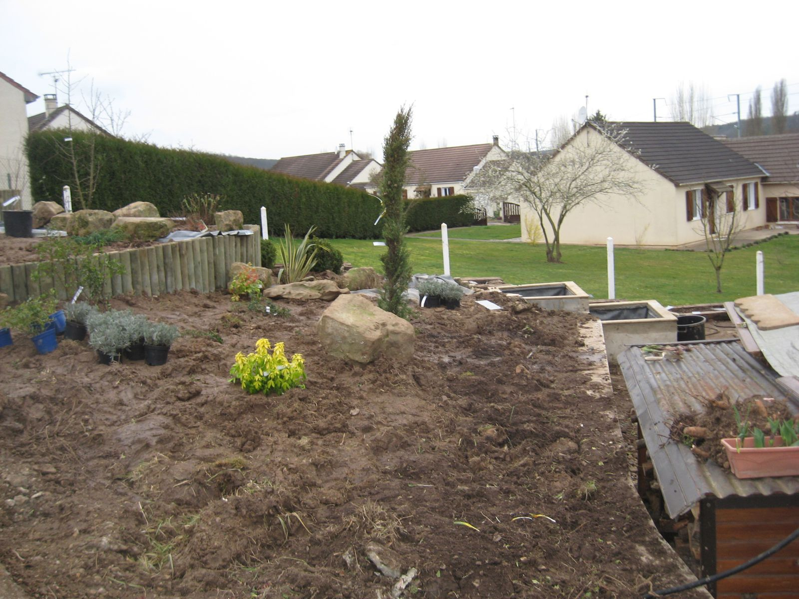 Album amenagement d une rocaille en pente avec des for Amenagement piscine terrain en pente