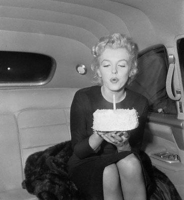 marilyn-monroe-birthday-cake