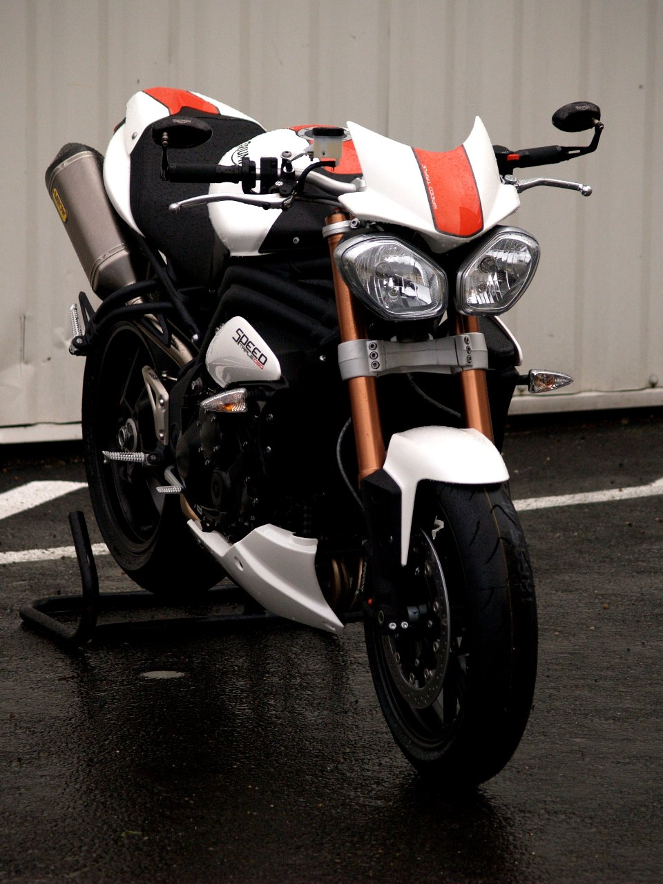 triumph 1050 speed triple evo1 by zone rouge tuningcar es360. Black Bedroom Furniture Sets. Home Design Ideas