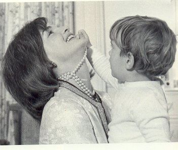 jackie-kennedy-pearls-forever1