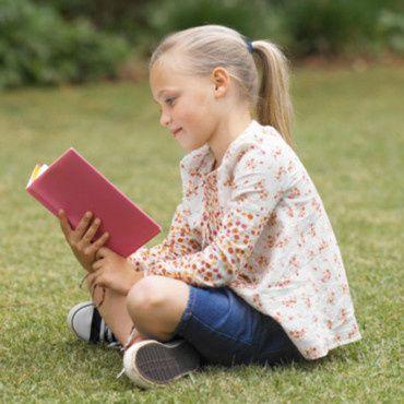 une-petite-fille-qui-lit-10567146drruw_2041.jpg
