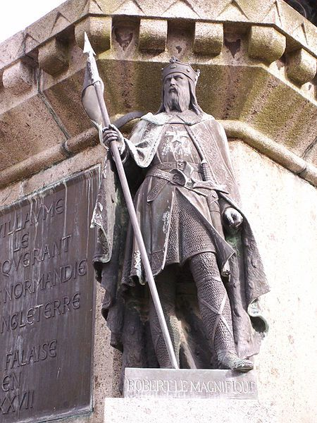 -Robert_magnificent_statue_in_falaise.JPG