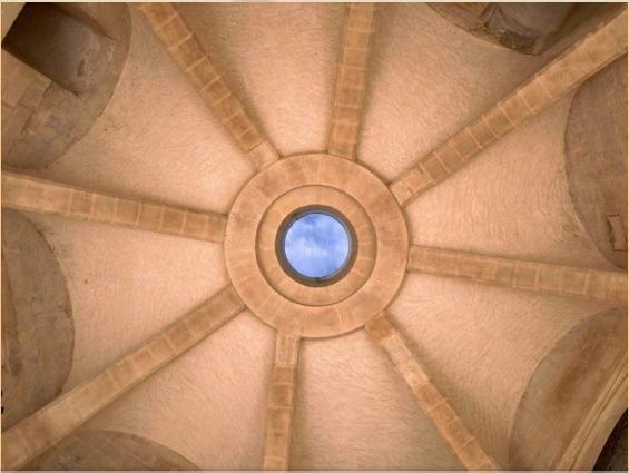 chateau de falaise monte charge au plafond