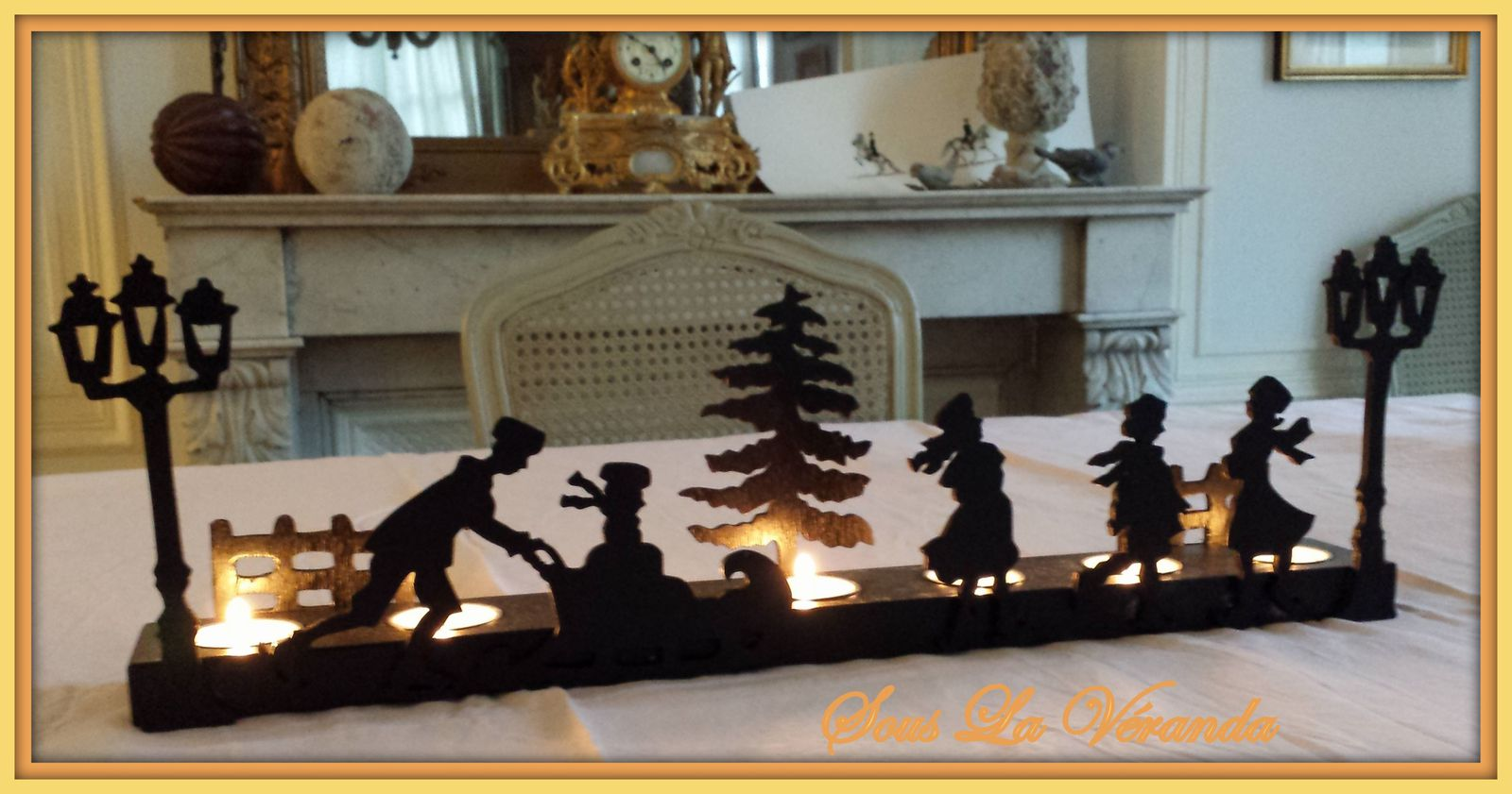 Porte lumignons de 7 bougies.Le décor est en contre-plaqué de 4mm d'épaisseur.