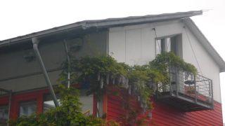 P1050867 panneaux solaires = pan ensoleillé du toit