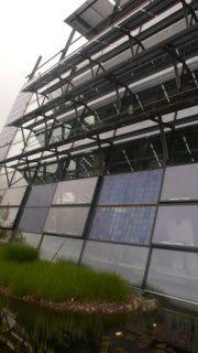 P1050884panneaux photovoltaîques intégrés à la facade