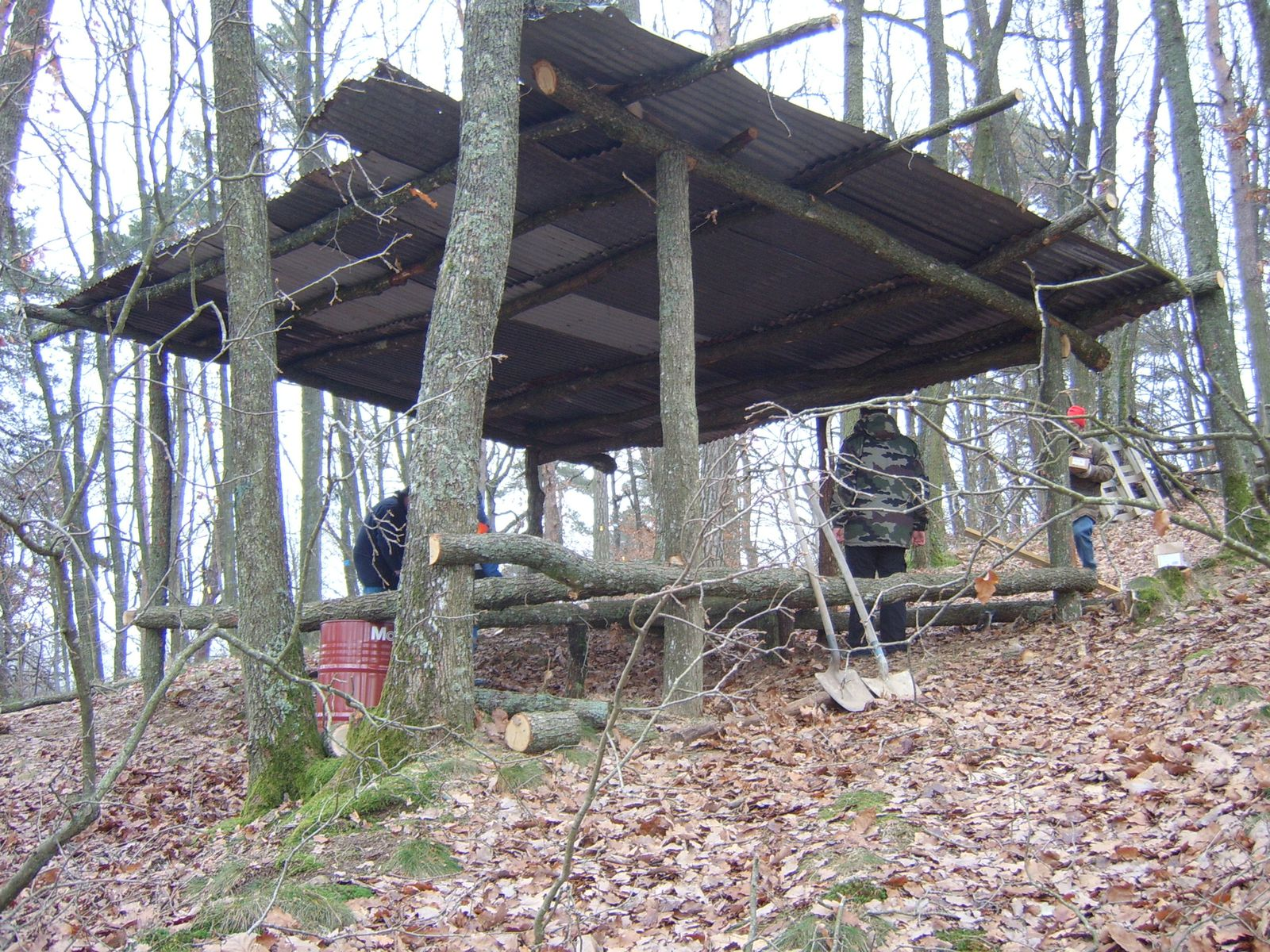 Am nagement nouvelle cabane tamalou airsoft compagnie loire 42 for Terrain construction