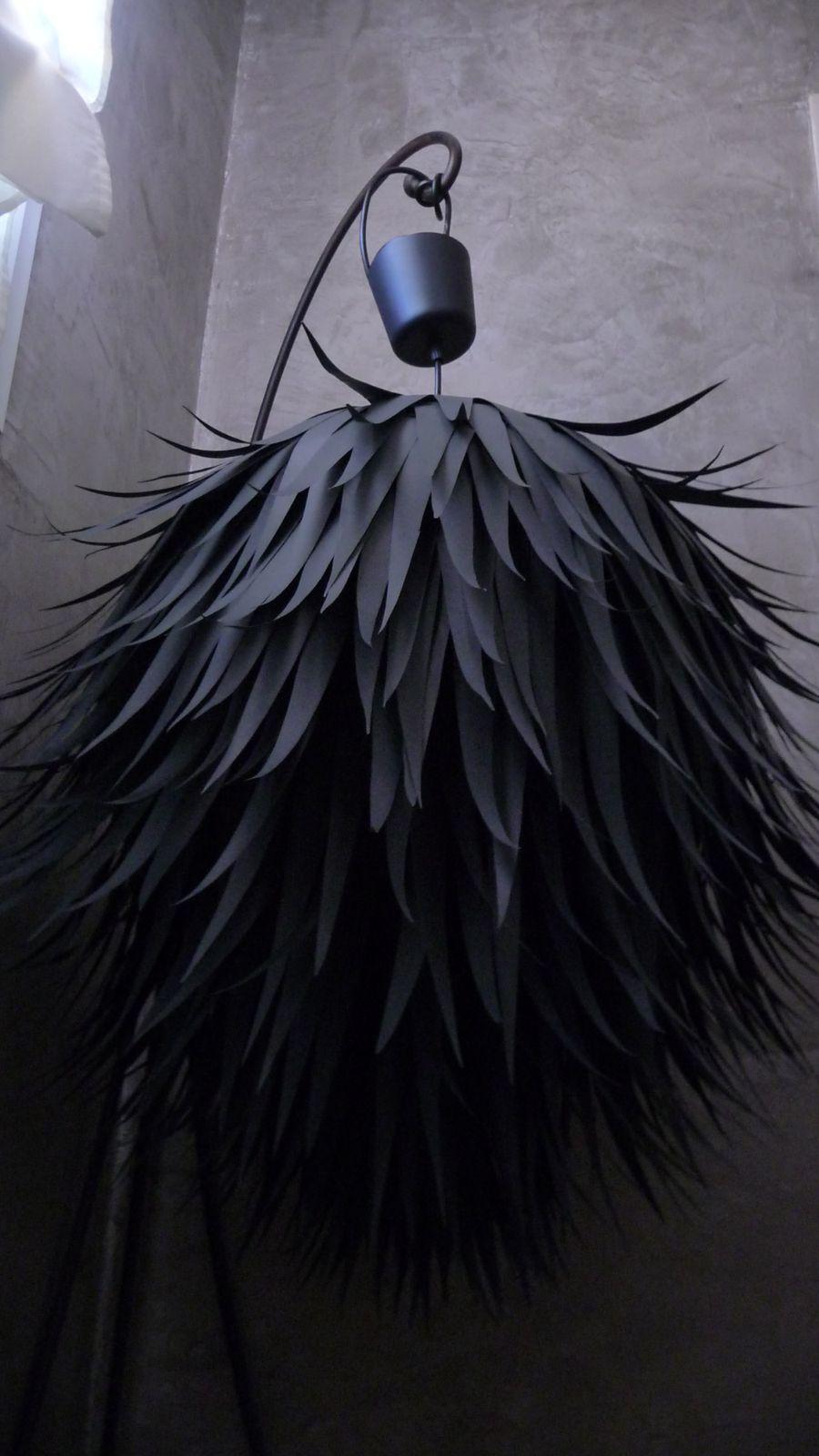Lustre boule de poils le blog de myliacr for Lustre boule noir