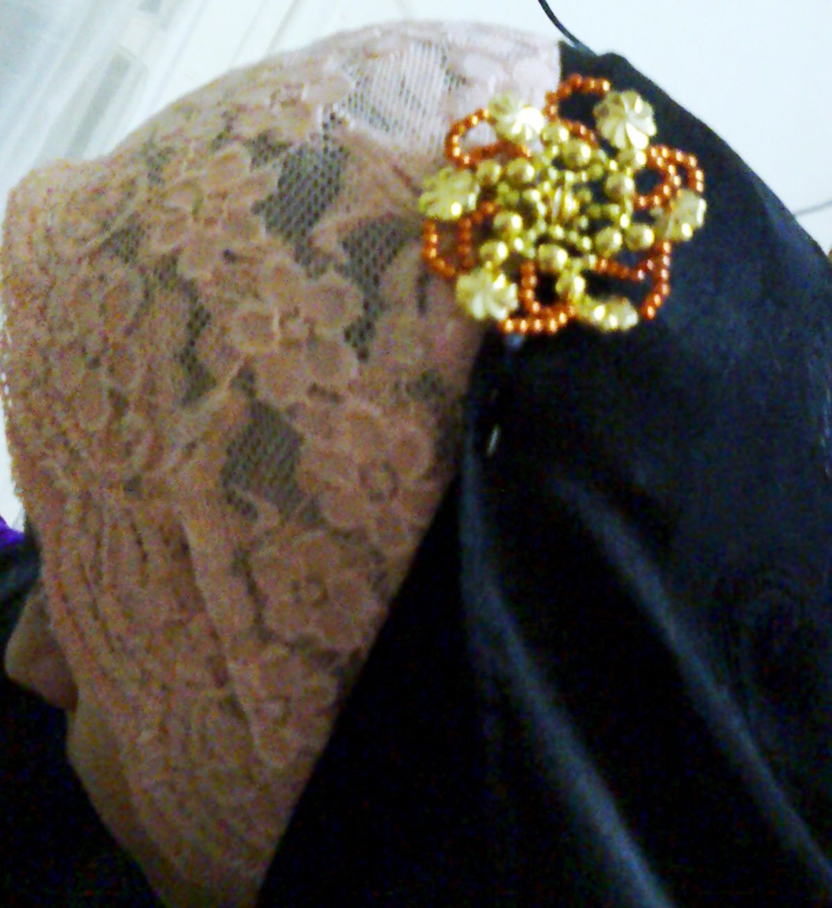 beads.broches