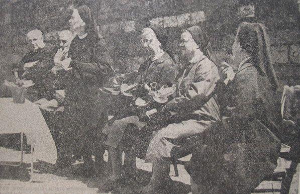 Warnant---Depart-des-religieuses-VA-1-6-1971