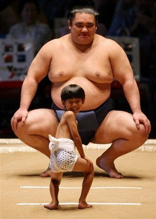 japan-sumo-big-and-small.jpg