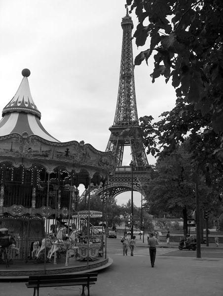La-Tour-Eiffel-et-son-manege-Paris0162