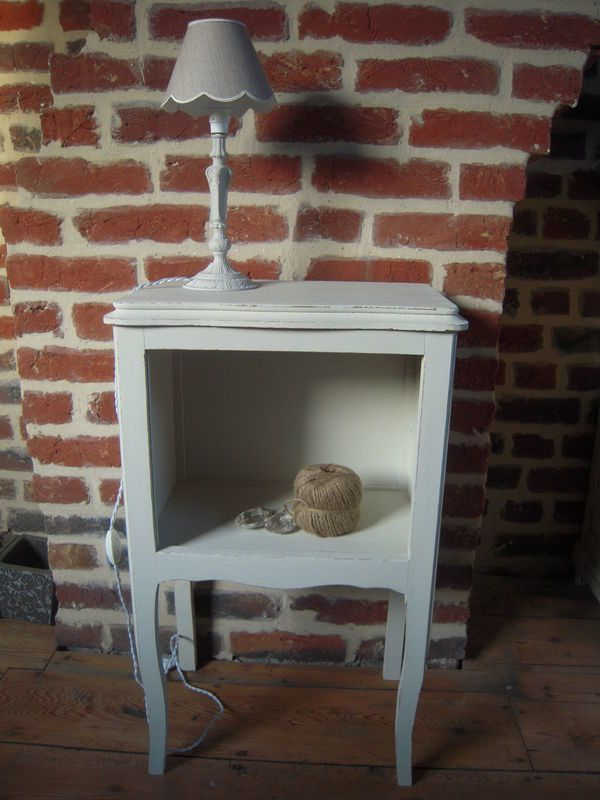 table de chevet ancienne patin blanc patine et gaufre blog d coration de charme. Black Bedroom Furniture Sets. Home Design Ideas