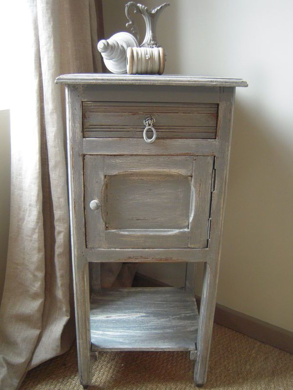 Table de chevet ancien patin gris flamant patine et gaufre blog d cora - Table de chevet grise ...