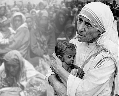 mother teresa with infant and poor