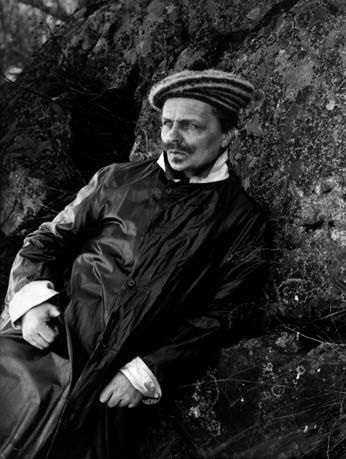 August_Strindberg_photographic_selfportrait_1.jpg