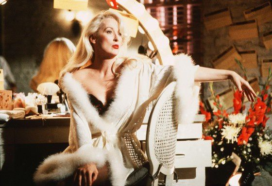 Death-Becomes-Her-death-becomes-her-33021060-2828-1936