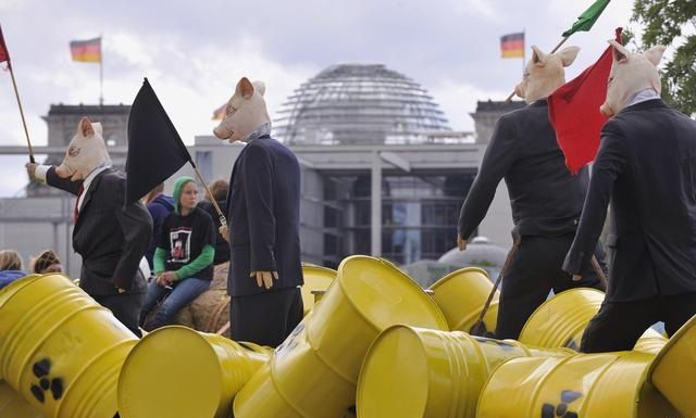 germany-nuclear-waste-protest-2009-9-5-8-40-43.jpg