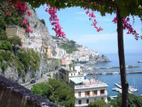 Amalfi-con-bouganville-foto_small.jpg