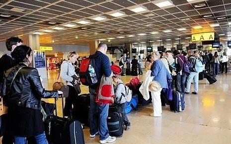 7641811698_une-file-d-attente-dans-un-aeroport-parisien.jpg