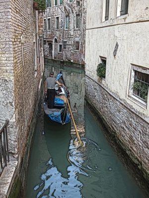 paseo-en-gondola-por-el-canal.jpg