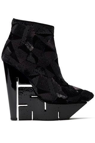 je_veux_des_chaussures_du_futur_378818982_center_318x478.jpg