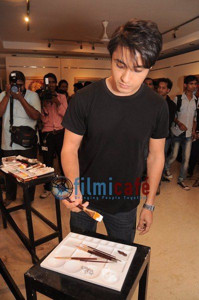 Ali-Zafar-Paints-Aditi-Rao-for-London-Paris-New-Yo-copie-9.JPG