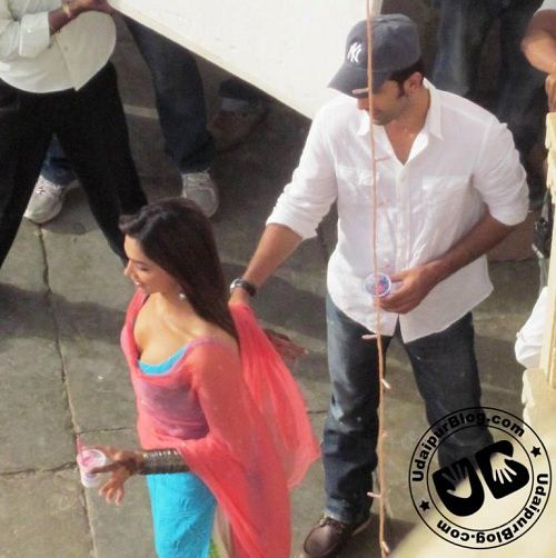 Ranbir-and-Deepika-on-the-sets-of-Yeh-Jawani-Hai-Dewaani-1.jpg