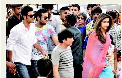 Ranbir-and-Deepika-on-the-sets-of-Yeh-Jawani-Hai-Dewaani-7.jpg