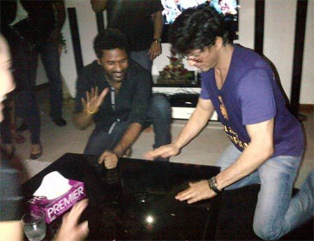 Shah-Rukh-Khan-spotted-celebrating-with-Prabudeva--copie-3.jpg