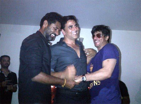 Shah-Rukh-Khan-spotted-celebrating-with-Prabudeva--copie-4.jpg
