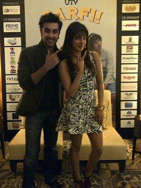 Ranbir-Kapoor-and-Priyanka-Chopra-at-Barfi-Press-C-copie-4.jpg
