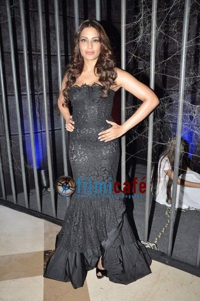 Bipasha-Basu-and-Nawazuddin-Siddiqui-at-Aatma-Prom-copie-5.jpg