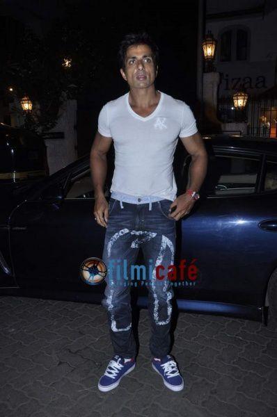 Shahid-Kapoor--Sonakshi-Sinha--Sonu-Sood-at-Rambo--copie-6.jpg