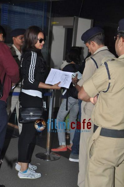 Shahid-Kapoor-and-Sonakshi-Sinha-Leaving-for-R-.--copie-1.jpg