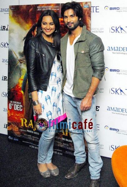 Shahid-Kapoor-and-Sonakshi-Sinha-Leaving-for-R-.--copie-3.jpg