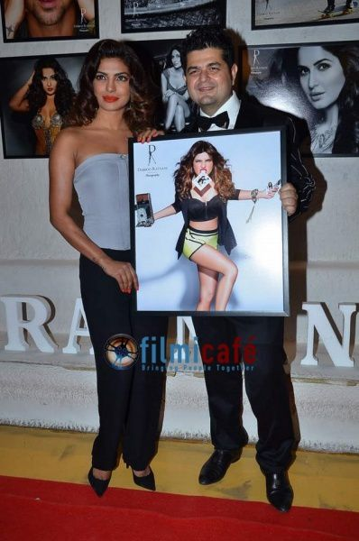 Celebs-at-Dabboo-Ratnani-s-2014-Calendar-Launch-2.jpg