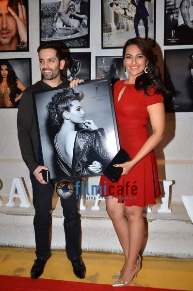 Celebs-at-Dabboo-Ratnani-s-2014-Calendar-Launch-20.jpg