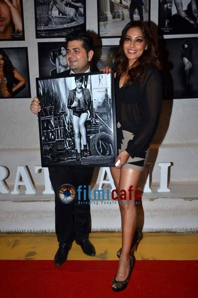 Celebs-at-Dabboo-Ratnani-s-2014-Calendar-Launch-3.jpg