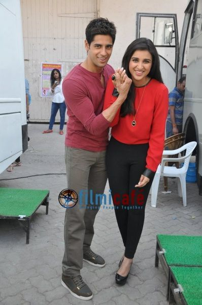 Sidharth---Parineeti-promote--Hasee-Toh-Phasee--2.jpg
