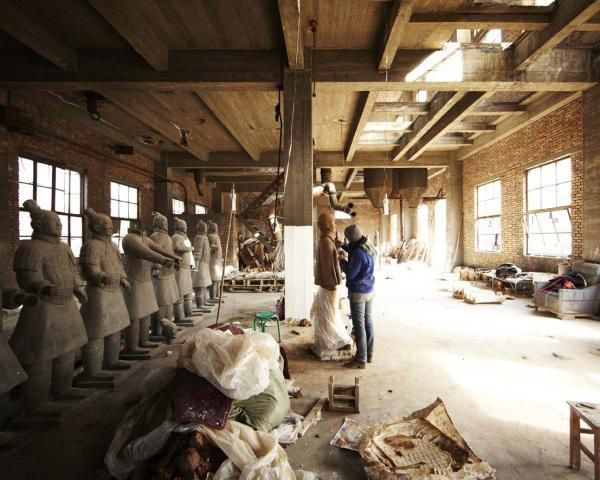 Terracotta Daughters - Prune Nourry - courtesy Galerie Magd