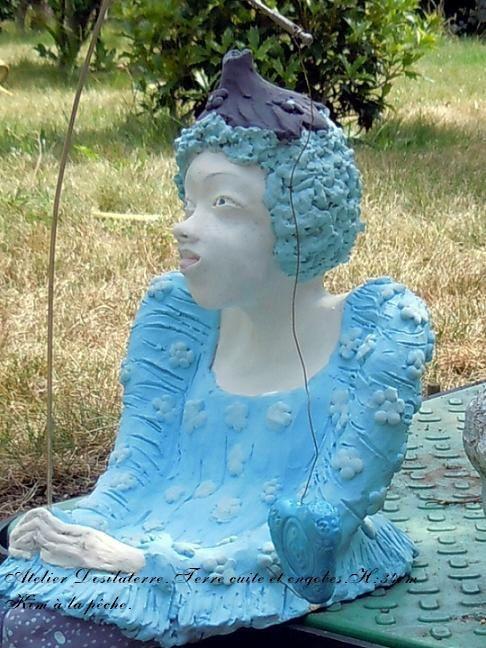 sculpture personnage céramique Kim à la pêche