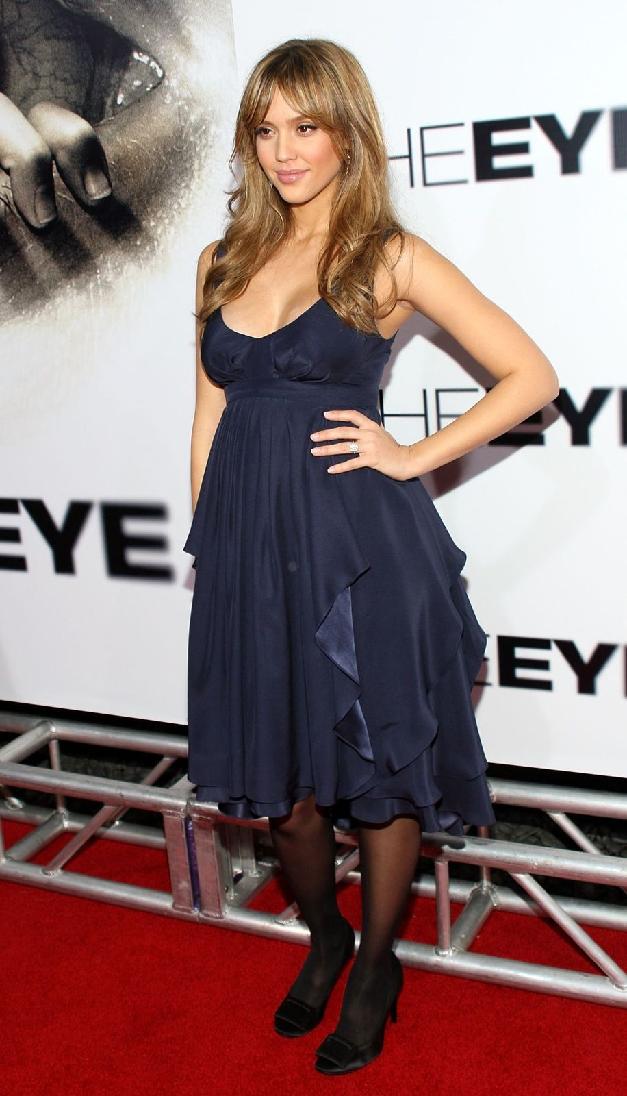 69756_Jessica_Alba-The_Eye_Premiere_31012008-8_123_506lo.jpg